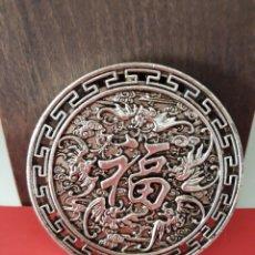 Monedas antiguas de Asia: ESPECTACULAR MONEDA DE PLATA CON UN DRAGON Y UN AVE FENIX. Lote 293280428
