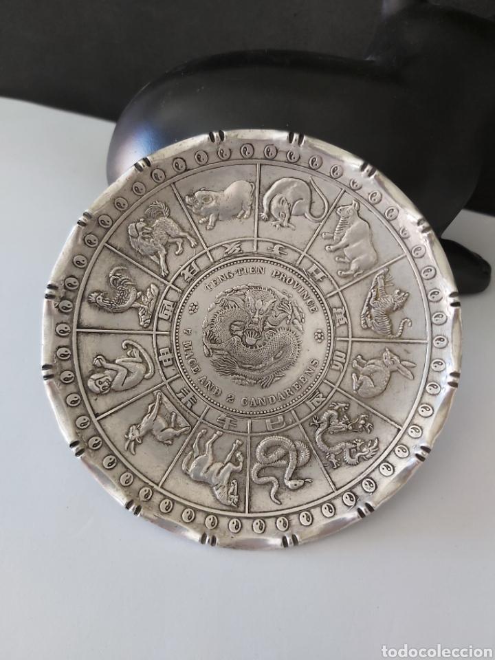Monedas antiguas de Asia: PRECIOSA PLACA ARTESANAL DE PLATA TIBETANA CON LOS 12 HOROSCOPOS Y SIMBOLOGIA ORIENTAL - Foto 2 - 204426871