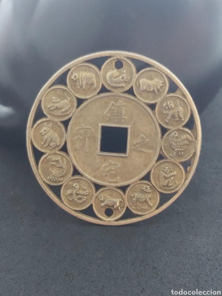 MONEDA ORIENTAL DE COLECCION CON LOS 12 HORÓSCOPOS (Numismática - Extranjeras - Asia)