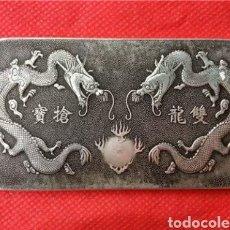 Monedas antiguas de Asia: EXCLUSIVO LINGOTE DE PLATA TIBETANA CON 2 DRAGONES Y SÍMBOLOS ORIENTALES. EN VENTA DIRECTA 49 EUROS!. Lote 289348038