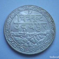 Monedas antiguas de Asia: 23SCD14 INDIA MEWAR 1928 RUPIA DE PLATA. Lote 268992539
