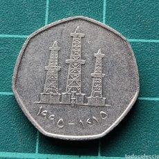 Monedas antiguas de Asia: EMIRATOS ÁRABES 50 FILS 1990. Lote 295510748