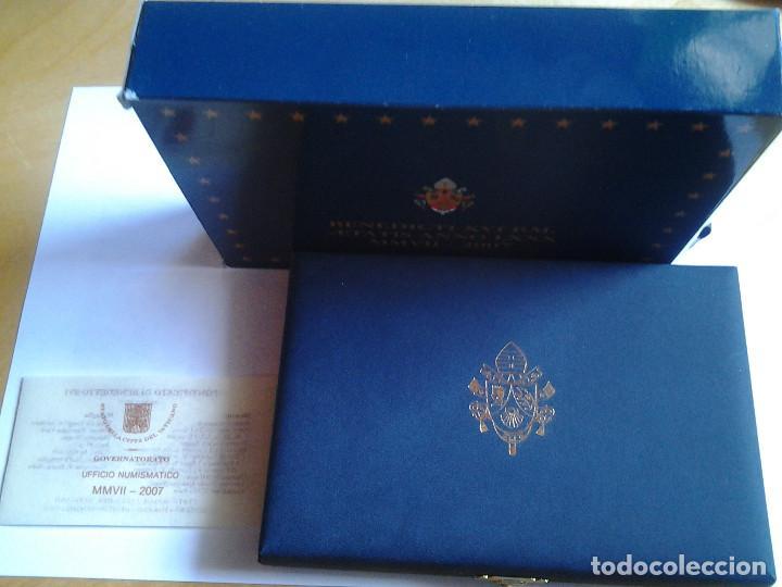 Monedas antiguas de Europa: Estuche de lujo, Euros Vaticano proof 2007, los 8 valores del año y una medalla de plata - Foto 4 - 72014567