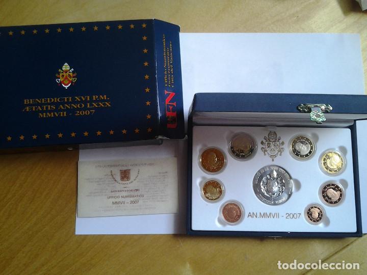 Monedas antiguas de Europa: Estuche de lujo, Euros Vaticano proof 2007, los 8 valores del año y una medalla de plata - Foto 2 - 72014567