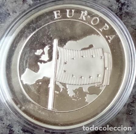 Monedas antiguas de Europa: CURIOSA MONEDA CONMEMORATIVA A EUROPA DEL AÑO1999 EN SU CAPSULA PROTECTORA - Foto 2 - 73446115