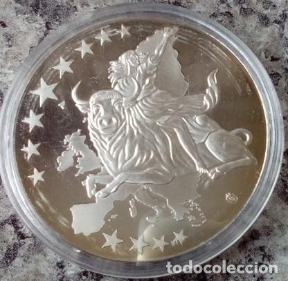 Monedas antiguas de Europa: MONEDA PLATA CON LA IMAGEN DE UN BILLETE DE 100 € CONMEMORANDO EL PRIMER BILLETE 1 DE ENERO DEL 2002 - Foto 2 - 73563519