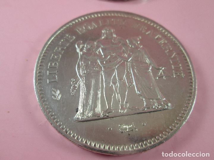 Monedas antiguas de Europa: lote 3 monedas-50 francs 1976-50 francs 1977-10 francs 1966-república francesa-excelente estado - Foto 6 - 106100895