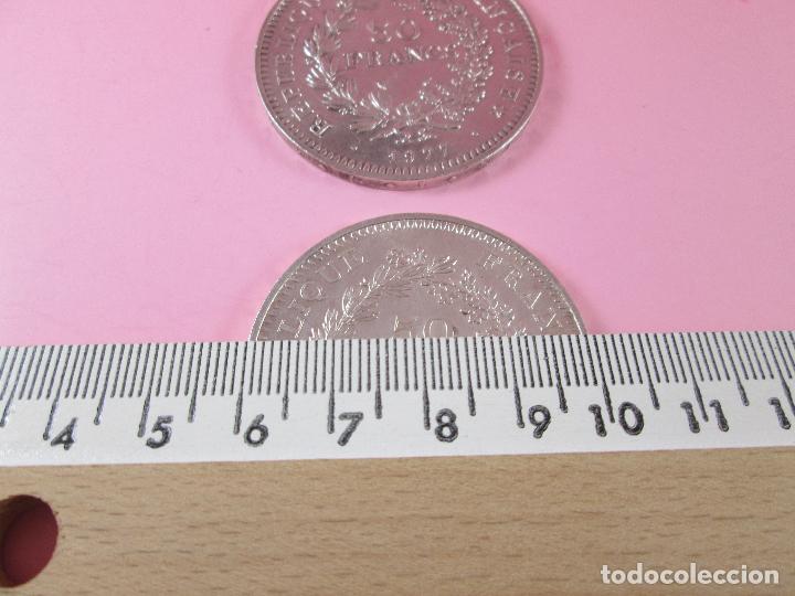 Monedas antiguas de Europa: lote 3 monedas-50 francs 1976-50 francs 1977-10 francs 1966-república francesa-excelente estado - Foto 10 - 106100895