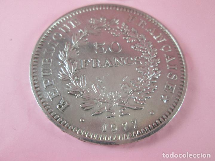 Monedas antiguas de Europa: lote 3 monedas-50 francs 1976-50 francs 1977-10 francs 1966-república francesa-excelente estado - Foto 12 - 106100895