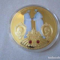 Monedas antiguas de Europa: MONEDA O MEDALLA CONMEMORATIVA DE COLOR VATICANO PAPA BENEDITUS Y FRACISCUS GIGANTE.. Lote 108279271