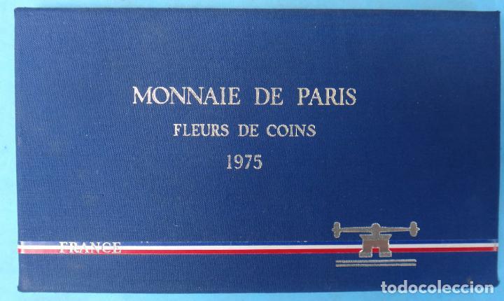 CARTERA SET ESTUCHE , 9 MONEDAS PARIS FRANCIA 1975 , CON LA DE 50 FRANCOS PLATA , ORIGINAL (Numismática - Extranjeras - Europa)