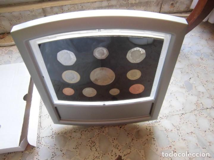 Monedas antiguas de Europa: ESTUCHE EXPOSITOR MONEDAS REINO UNIDO 2000 - Foto 3 - 176512327
