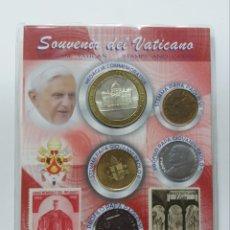 Monedas antiguas de Europa: SOUVENIR VATICANO BENEDICTO XVI, MEDALLA CONMEMORATIVA, MONEDAS Y SELLOS. Lote 183284941
