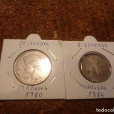Monedas antiguas de Europa: 2 MONEDAS PORTUGUESAS DE 25 Y 5 ESCUDOS 1980. Lote 186183738