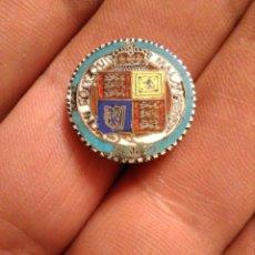 Monedas antiguas de Europa: INSIGNIA INGLESA ESMALTADA MONEDA PLATA JUBILEO REINA VICTORIA 1887, JUBILEE SIXPENCE. Lote 221713081