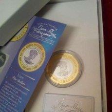 Monedas antiguas de Oceanía: NIUE. 2 POUNDS DE PLATA Y BAÑO DE ORO DE 24 K. AÑO 2000. ESTUCHE. Lote 115458911