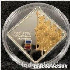 Monedas antiguas de Oceanía: MONEDA DE PLATA CON SWAROVSKI ISLAS COOK - 5 DÓLARES, 2006, 500 AÑOS DE LA GUARDIA SUIZA. Lote 204401258