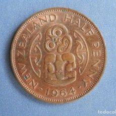 Monedas antiguas de Oceanía: NUEVA ZELANDA MONEDA HALF 1/2 PENNY AÑO 1964 CONSERVACIÓN = MBC. Lote 235346540