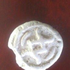 Monedas antiguas: ANTIGUA MONEDA DE ARCILLA BLANCA - MUY RARA . Lote 103867051