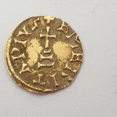 Monedas antiguas: MONEDA VISIGODA DE ORO 24 K TRIENTE REPRODUCCIÓN. Lote 174529365