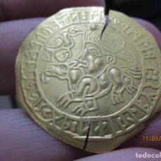 Monedas antiguas: BRACTEATE VIKINGA VADSTENA DE ORO. Lote 287399063