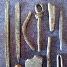 Monedas antiguas: LOTE HERRAMIENTAS DE BRONCE ÉPOCA ARCAICA. Lote 293606628