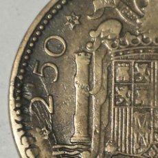 Coins with Errors - MONEDA ESTADO ESPAÑOL 2,50 PESETAS 1953 19*54 CON ERROR DE TROQUEL - 42924036