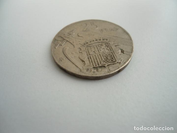 Monedas con errores: 25 PESETAS FRANCO 1957 (*59) - ERROR COSPEL MUY RECORTADO - ESTRELLA VISIBLE - RARA - Foto 2 - 72928711