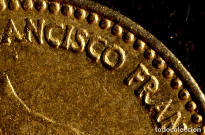 Monedas con errores: UNA PESETA 1966 *74: GRAFÍA MUY IRREGULAR Y CUELLO DE FRANCO CON EXCESO DE MATERIAL (REF.300) - Foto 4 - 89496132