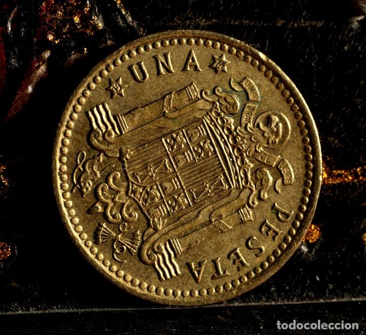 Monedas con errores: UNA PESETA 1966 *74: GRAFÍA MUY IRREGULAR Y CUELLO DE FRANCO CON EXCESO DE MATERIAL (REF.300) - Foto 8 - 89496132