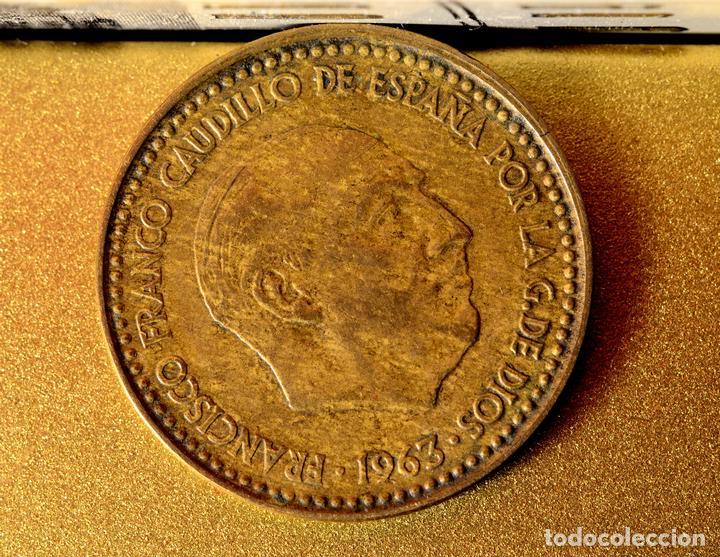 Monedas con errores: PESETA 1963*65: ERROR POR EMPASTE, LÍNEAS, Y EXCESOS DE MATERIAL EN GRÁFILA DEL REVERSO (REF. 328) - Foto 4 - 89798756