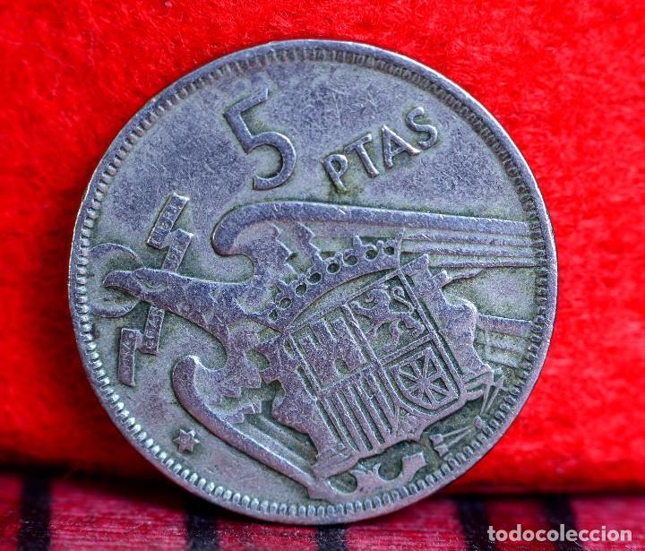 Monedas con errores: CINCO PESETAS 1957 *59: ERROR POR RARAS LETRAS O SÍMBOLOS EN EL REVERSO (REF. 362) - Foto 2 - 93664085