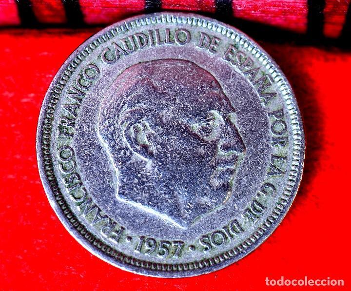 Monedas con errores: CINCO PESETAS 1957 *59: ERROR POR RARAS LETRAS O SÍMBOLOS EN EL REVERSO (REF. 362) - Foto 3 - 93664085