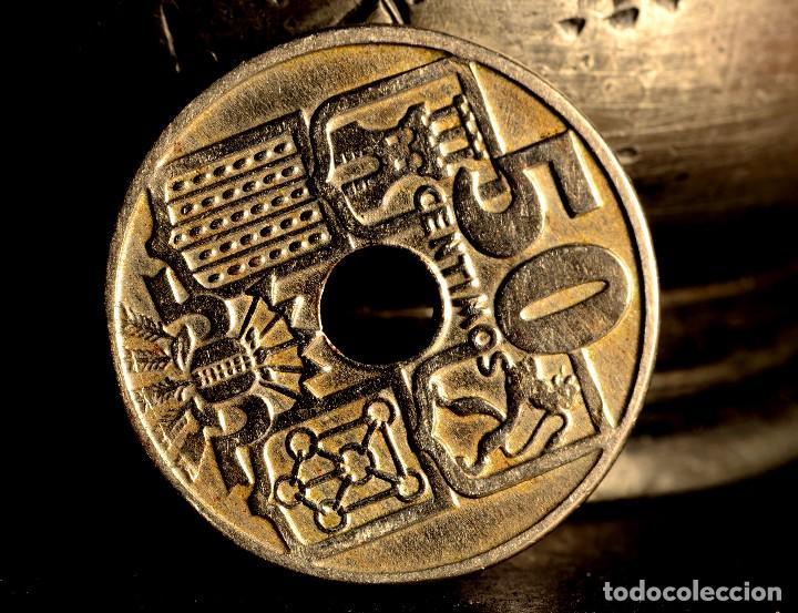 Monedas con errores: MONEDA DE CINCUENTA CÉNTIMOS 1949 *56: DELICADAS LÍNEAS DE MATERIAL EN EL REVERSO (REF. 382) - Foto 3 - 94020785