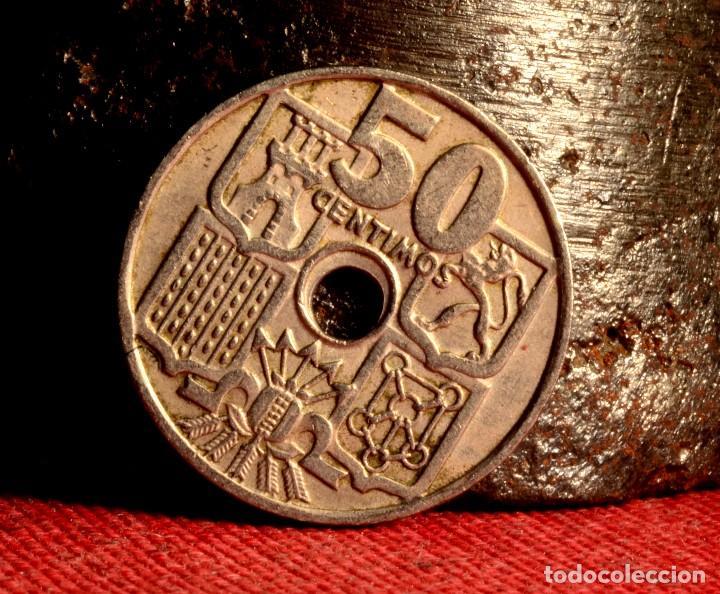 CINCUENTA CÉNTIMOS 1949 *52: TALADRO PEQUEÑO Y DESCENTRADO (REF. 394) (Numismática - España Modernas y Contemporáneas - Variedades y Errores)