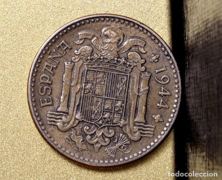 Monedas con errores: UNA PESETA 1944 : ERRORES EN LA CABEZA DEL ÁGUILA (REF. 426) - Foto 4 - 107408875