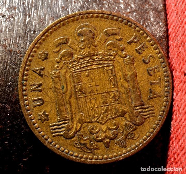 Monedas con errores: PESETA DE 1963 *65: CURIOSAS MARCAS INCISAS ERRÓNEAS EN GRÁFILA DEL ANVERSO (REF. 454) - Foto 2 - 107964067