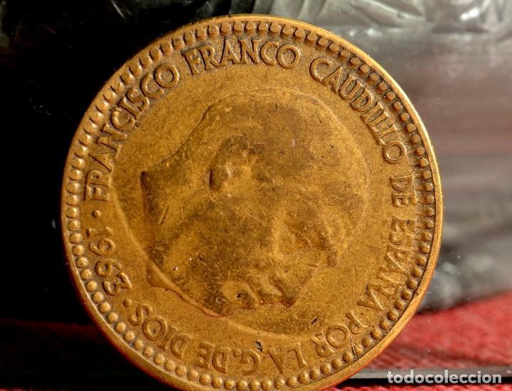 Monedas con errores: ERRORES EN UNA PESETA DE 1963*66 (REF. 472) - Foto 2 - 109683039