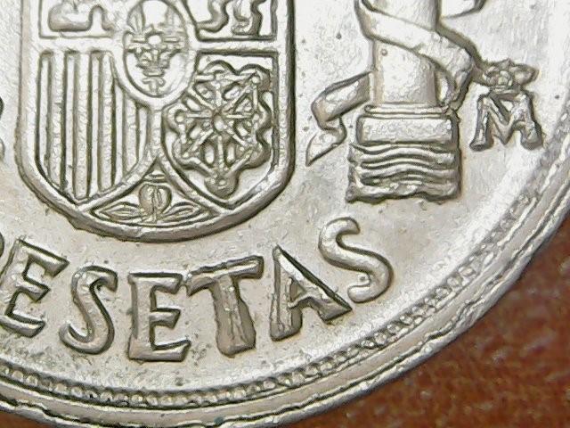 * ERROR * MONEDA 10 P 1983 CON EXCESO DE METAL EN LA CECA Y PESETAS (Numismática - España Modernas y Contemporáneas - Variedades y Errores)