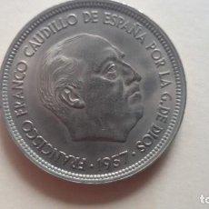 Monedas con errores: MONEDA DE FRANCO DE 50 PTS DE 1957 CON ERROR EN EL ALA MBC. Lote 138052326