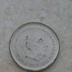 Monedas con errores: MONEDA DEL ESTADO ESPAÑOL. 50 PESETAS.1957.FALSA DE ÉPOCA.FABRICADA EN BRONCE NIQUELADO.. Lote 153128526