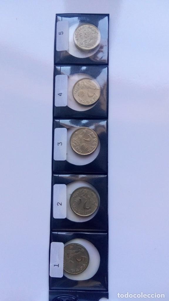 Monedas con errores: Lote cinco monedas 5 pesetas 1993 ( SC) con cinco variantes distintas - Foto 2 - 178130995