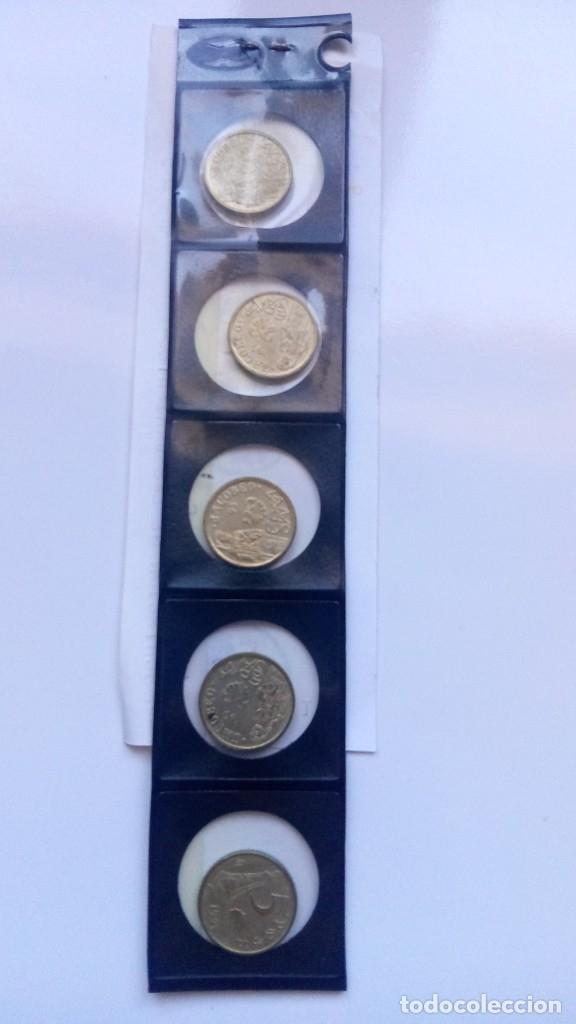 Monedas con errores: Lote cinco monedas 5 pesetas 1993 ( SC) con cinco variantes distintas - Foto 3 - 178130995