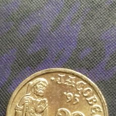 Monedas con errores: ERRORES Y VARIANTES, 5 PESETAS 1993 . EXCESO DE METAL EN LA E DIFICIL SC. Lote 182390658
