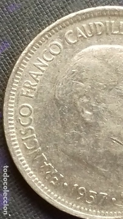 Monedas con errores: Estado Español 5 pesetas 1957 *19*70 ERROR Dos Alas - Empaste ojo EBC - Foto 3 - 183018385