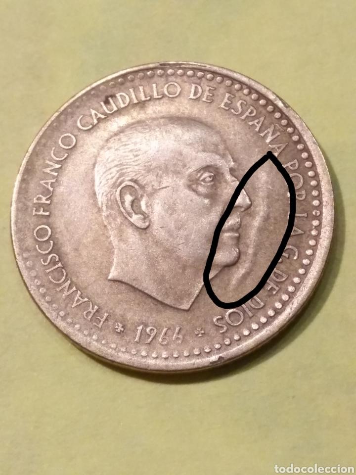 Monedas con errores: MUY EXTRAÑA! Arruga delante la cara franco y desplazamiento . Una peseta 1966*71 EBC - Foto 2 - 186220488