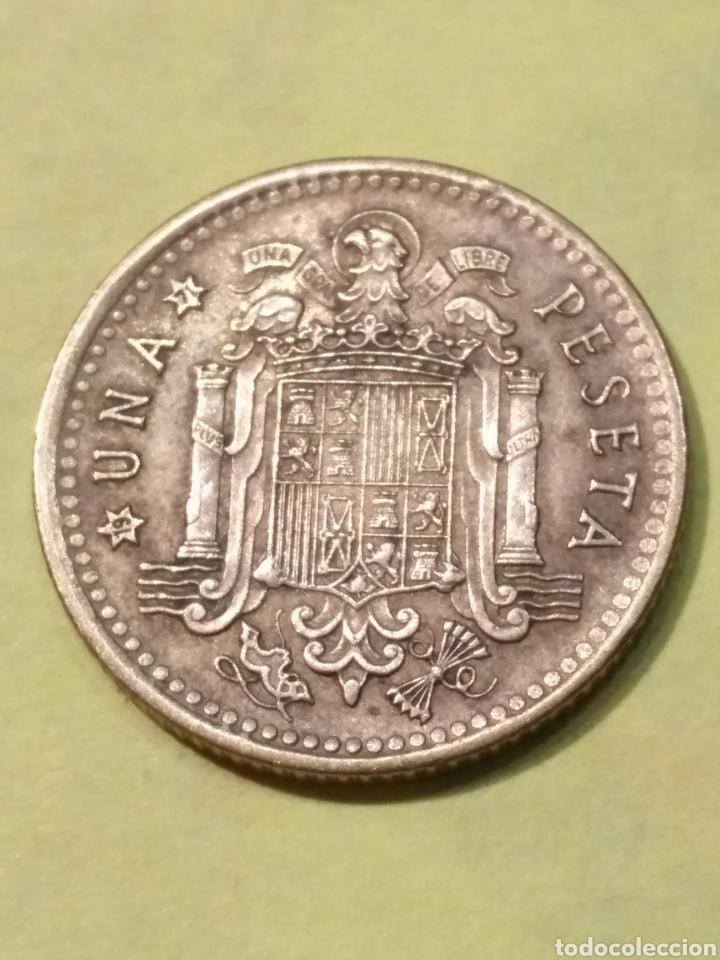 Monedas con errores: MUY EXTRAÑA! Arruga delante la cara franco y desplazamiento . Una peseta 1966*71 EBC - Foto 3 - 186220488