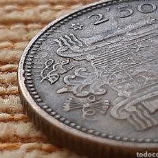Monnaies avec erreurs: (ESPAÑA)(1953*19*54)(ERROR, REPINTE) 2,5 PESETAS ESTADO ESPAÑOL. Lote 252778055