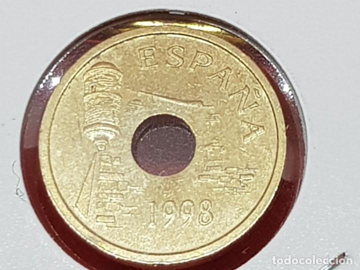 Monedas con errores: 25 PESETAS 1998 VARIANTE OFRENDA A LA VIRGEN S/C - Foto 3 - 252909260