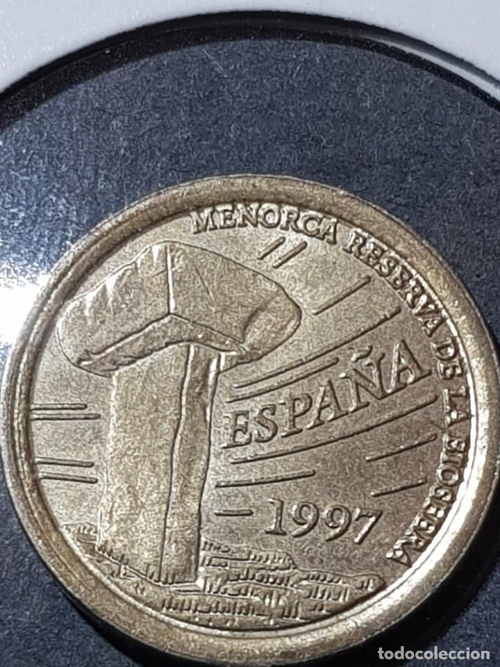 Monedas con errores: 5 PESETAS 1997 VARIANTE LISTEL GRUESO ANVERSO Y REVERSO Y LEYENDA Y SOMBRERO PEGADOS AL LISTEL - Foto 3 - 252913635